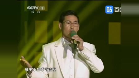 朱之文戴眼镜模仿蒋大为演唱《北国之春》,撒贝宁戳穿假眼镜