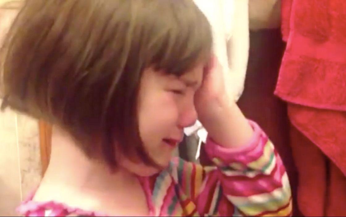 5岁小女孩得知无法嫁给哥哥后悲伤逆流成河