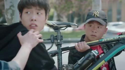 《蓬莱间》-第35集精彩看点 杨戬抓住两个小混混
