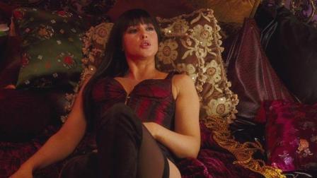 3分钟看懂冒险电影《赶尽杀绝》女神莫妮卡·贝鲁奇又一部超火爆动作戏,美艳的她身材依旧!