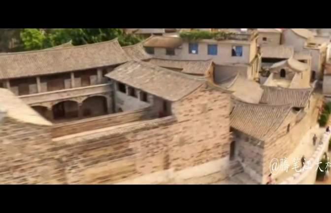 云南古城:建在一座海拔一千多米高的山顶上,不可思议,很震惊!