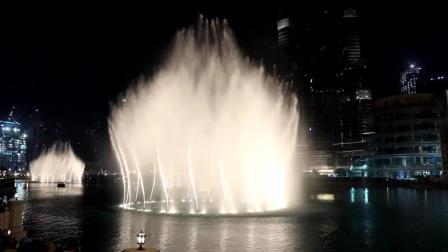 迪拜音乐喷泉丨这样的水上表演方式 你见过吗?