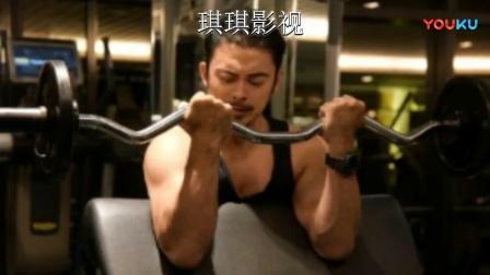 樊少皇最新肌肉照,手臂线条完美,网友:再拍一部《力王2》吧