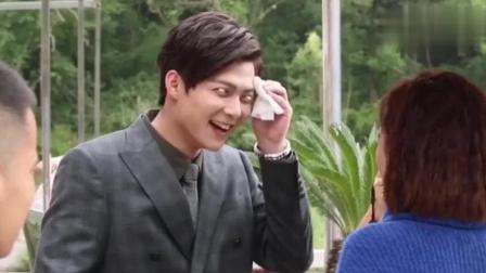 《沙海》花絮:张铭恩是吃可爱长大的小哥哥,片场搞笑不断!