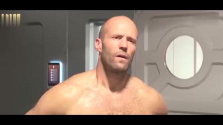 巨齿鲨杰森斯坦森还在洗澡美女就找来了向他表示了歉意