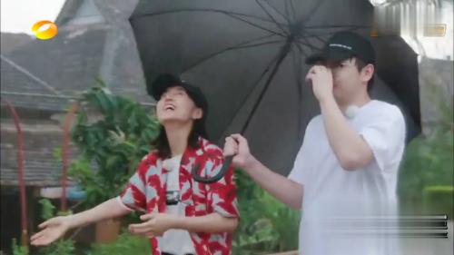 《向往的生活》-第0集精彩看点 众人遛弯偶遇强降雨