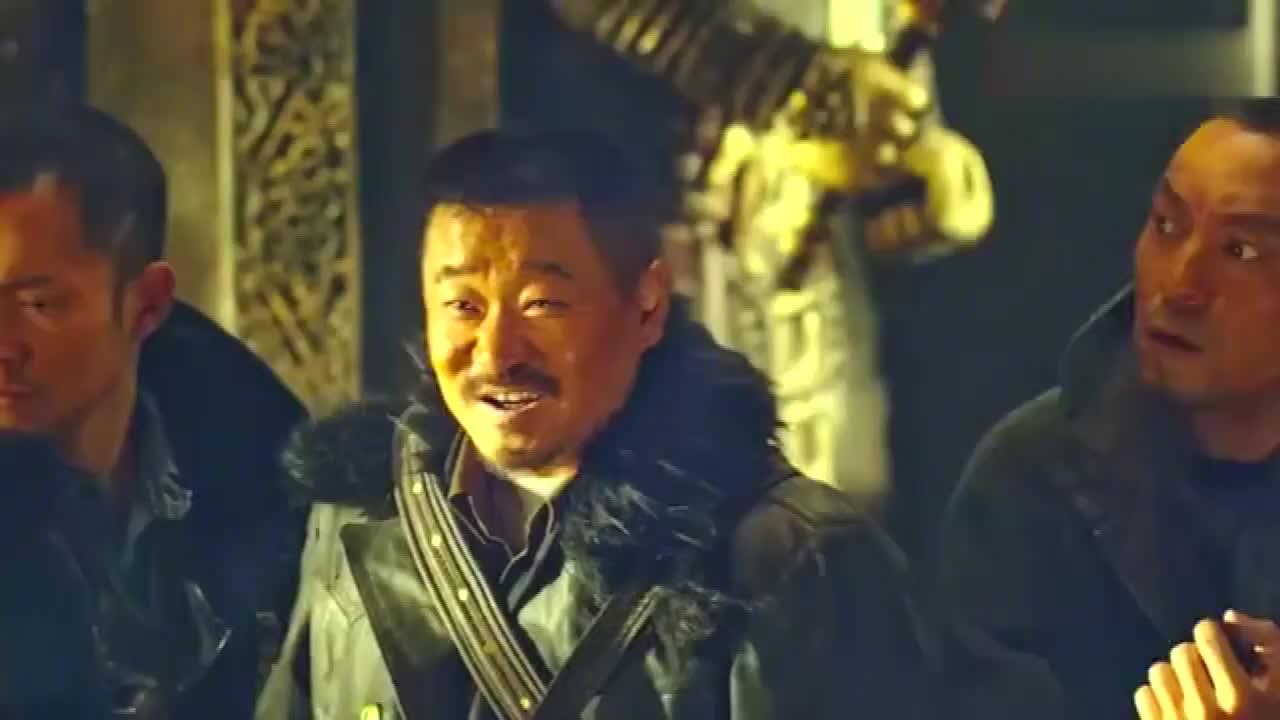 电影:吴邪和三叔开棺,三叔说女傀儡长得美,不料傀儡竟活了过来