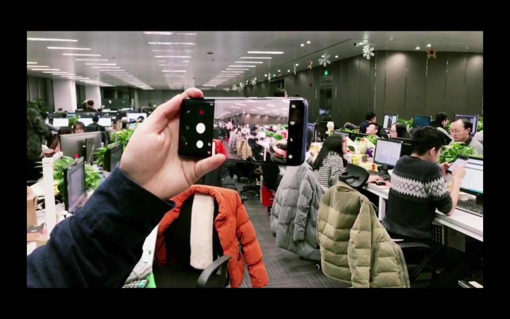 主管为了让员工拍年会小视频,竟然用手机做了这种事【小七的日常】