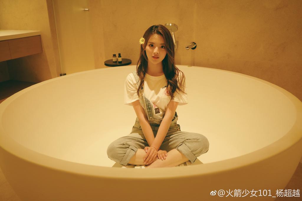 杨超越成追星大赢家,看到吴亦凡对她的回复网友炸锅