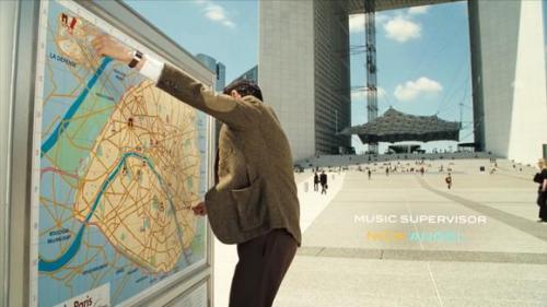 憨豆先生:憨豆先生最经典一幕,按照地图,只走直线不拐弯!