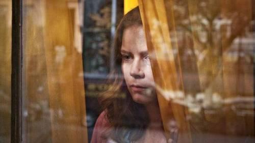 《窗里的女人》预告片