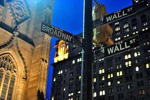 揭秘华尔街背后大佬的金钱与权利游戏