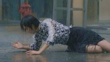 为躲雨跑断高跟鞋,张俪这做法太霸气!