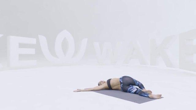 哈他瑜伽经典体式,躺着时要记得时刻放松自己!