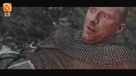 铁血战士穿越大战中世纪十字军,瞬间完虐对方