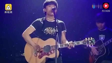 赵雷参加过《快乐男声》和《中国好歌曲》均淘汰,一曲《成都》终成名