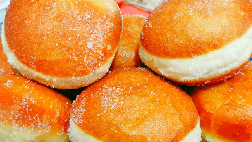 4个鸡蛋,1碗面粉,不用烤箱不用水,教你做松软香甜的面包,好吃