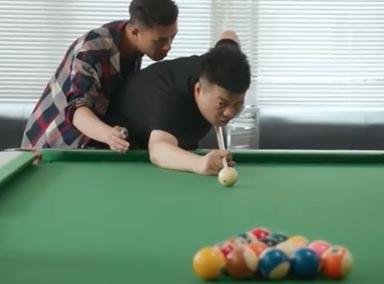 员工陪老板打台球,这是我见过最会拍马屁的员工