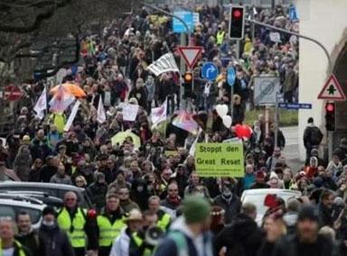 欧洲多国民众抗议封锁措施