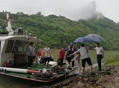 广西桂林:露营突遭洪水围困