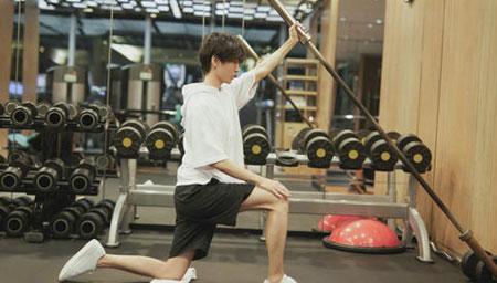 王俊凯告别健身餐后晒体重