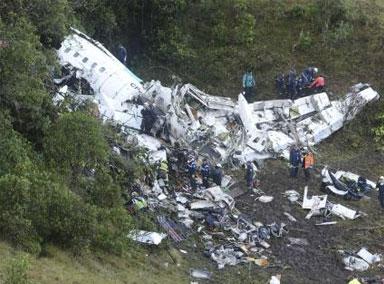 巴西一足球队遭遇空难现场曝光