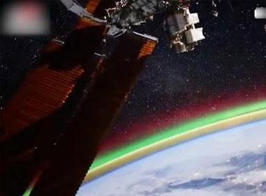 俄罗斯宇航员太空拍下北极光