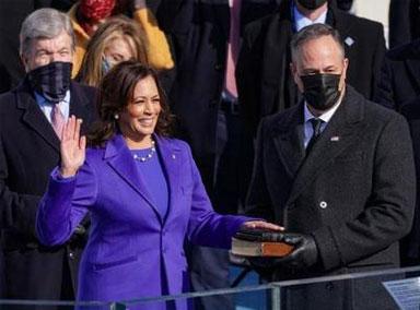 哈里斯宣誓就任美国副总统