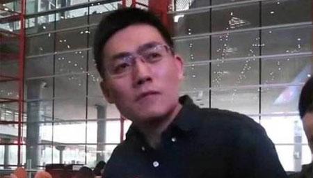 时代峰峻老板李飞被粉丝接机