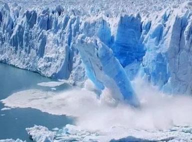 南极1270平方公里冰山与冰架分离