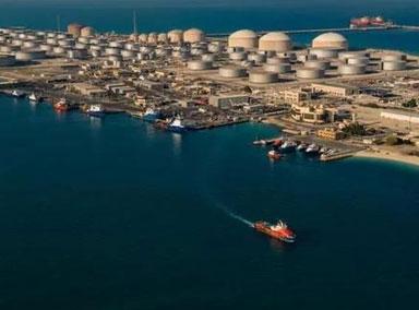 沙特石油重镇港口遭无人机袭击