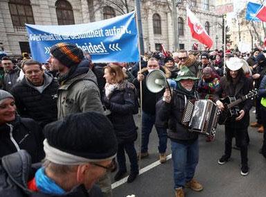 欧洲多国爆发反防疫措施示威