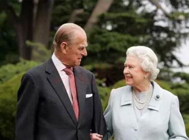 外媒:英女王称丈夫去世后