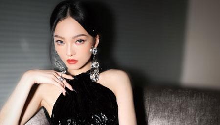 张韶涵高开叉造型曲线傲人