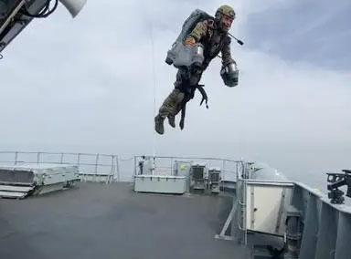 英国皇家海军展示喷气式飞行服