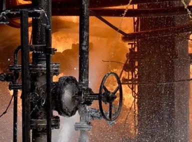 叙利亚中部一炼油厂起火
