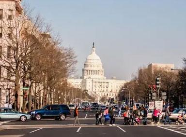 美国17州和华盛顿特区进入紧急状态