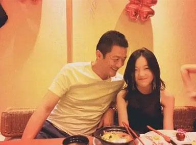 李嫣与李亚鹏新女友吃饭场面尴尬,不接受全表现出来了