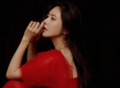 美翻了!秋瓷炫穿红裙轻盈飘逸气质佳