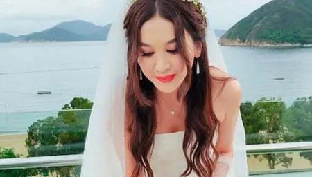 温碧霞穿婚纱庆生众多戏骨到场